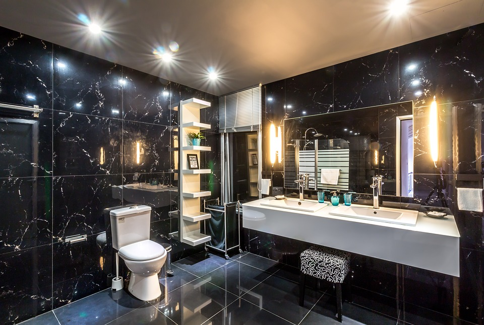 mozaika kamienna w łazience